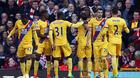 Liverpool thua sốc, MU thắp lên hy vọng
