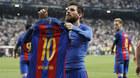 Messi làm mờ Ronaldo, Barca 'đánh sập' Bernabeu
