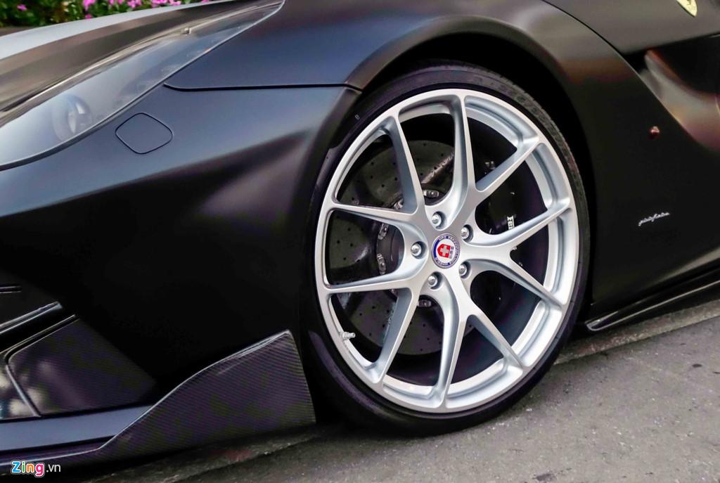 Siêu xe Ferrari F12 độ của Cường Đô La đổi màu