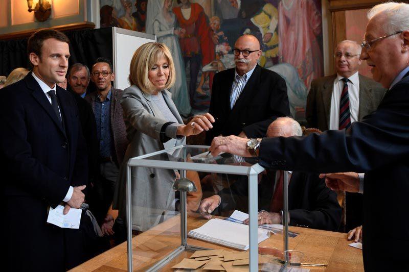 Chuyện tình với cô giáo hơn 24 tuổi của ứng viên tổng thống Pháp