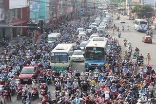 Cửa ngõ phía Đông Sài Gòn ùn ứ ngày đầu tuần