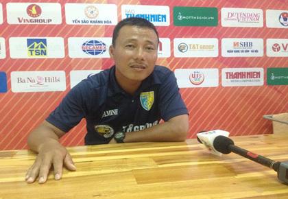 """Cầu thủ U15 Hà Nội bị HLV đối phương dọa """"cắt gân chân"""""""