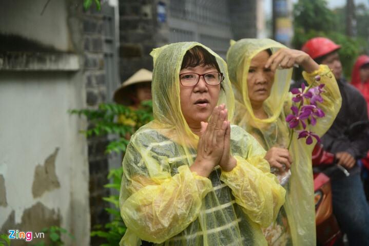 Giới cải lương Việt đưa tiễn nghệ sĩ Thanh Sang trong mưa