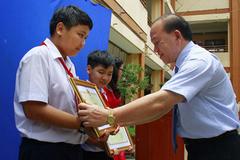 Bộ GD-ĐT tặng bằng khen cho hai học sinh bắt trộm