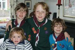 Chuyện người mẹ 20 năm cầm cố nhà nuôi 4 con tự kỷ thành tài