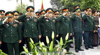 Dâng hương tưởng niệm 100 năm ngày sinh Đại tướng Văn Tiến Dũng