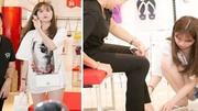 Ngọc Trinh 'gây sốt' với hình ảnh xỏ giày cho mẹ kế
