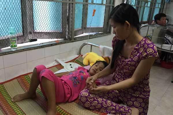 Chưa chữa khỏi tim bẩm sinh, bé gái 6 tuổi mắc thêm u não