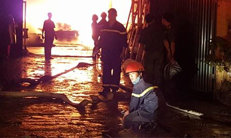 Cháy lớn gần chùa Ngòi
