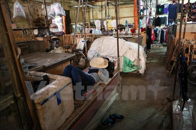 Hà Nội: Chợ Ngã Tư Sở ế ẩm, tiểu thương 'sống dở chết dở'