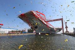 Trung Quốc hạ thủy tàu sân bay tự chế đầu tiên
