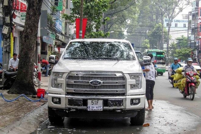 Tranh cãi xung quanh việc xe bán tải đăng ký biển xe con