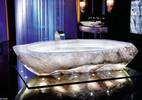 Bồn tắm triệu đô trong biệt thự cho nhà giàu ở Dubai