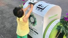 Độc, lạ thùng rác thông minh dọc phố đi bộ Nguyễn Huệ