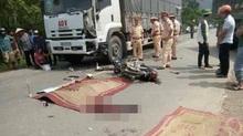 Va chạm với xe tải ngược chiều, 2 thanh niên chết tại chỗ
