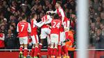 Arsenal thắng may phút chót trước Leicester