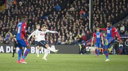 Eriksen lập siêu phẩm, Tottenham bám riết Chelsea