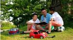 BTV Quang Minh đưa các con đi chơi ngoại thành Hà Nội