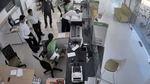 Kẻ cướp ngân hàng lấy đi 1,58 tỷ đồng và 35.900 USD