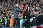 """Mourinho nổi cáu với Fellaini sau cú """"thiết đầu công"""""""