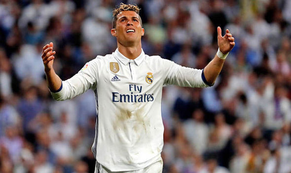 Neymar lộ siêu hợp đồng MU, Ronaldo bị 'đánh hội đồng'