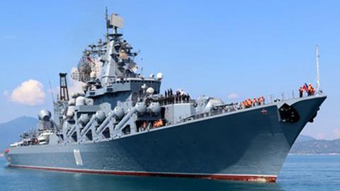 Tàu tuần dương tên lửa Varyag của Nga cập cảng Cam Ranh