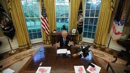 Bí ẩn nút bấm đỏ trên bàn làm việc của ông Trump