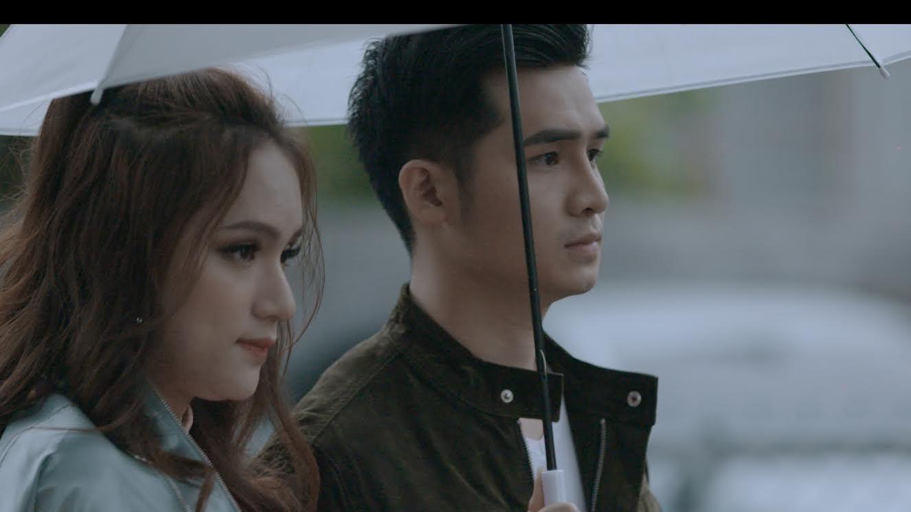 Dương Hoàng Yến khó xử vì bạn trai tình tứ với Hương Giang Idol