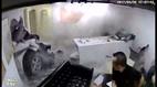 Xế hộp húc thẳng vào phòng làm việc