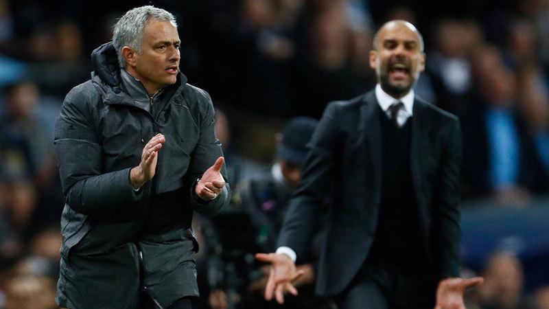 MU bất bại: Chiếc xe buýt của Mourinho