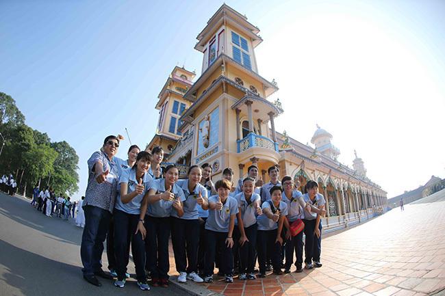 Phút thư giãn của các cô gái chân dài tại giải VTV9 Bình Điền