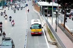 Hà Nội thí điểm cho buýt thường đi vào làn BRT