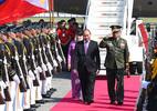 Thủ tướng đến Manila tham dự hội nghị cấp cao ASEAN