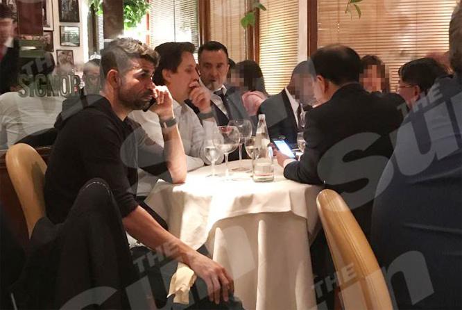 Diego Costa ăn tối với 'cò' Mendes, Chelsea lo sốt vó