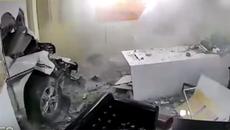Nữ tài xế lái ô tô đâm xuyên tường, 1 người tử vong