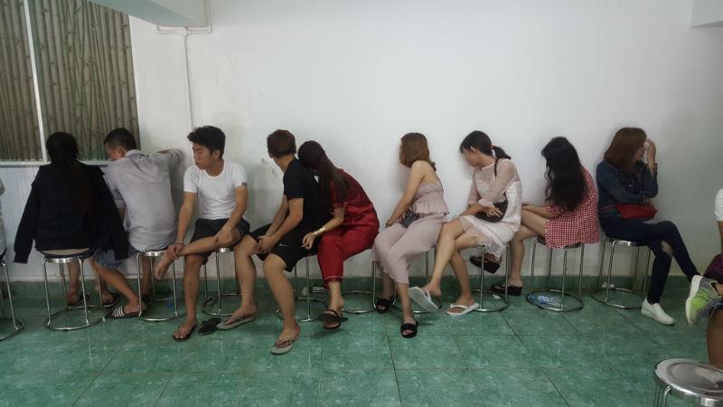 Đột kích hàng loạt điểm ăn chơi trong khách sạn ở Sài Gòn