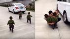 3 nhóc tì chạy theo ô tô khi bố đi làm gây sốt