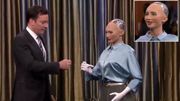 Robot gây sốc khi nói muốn thống trị loài người