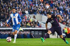 Luis Suarez chói sáng, Barca giữ vững ngôi đầu
