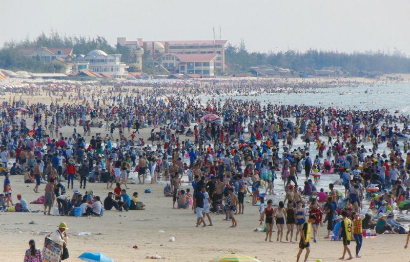 tắm biển, nghỉ lễ 30/4, vịnh Hạ Long, chặt chém, khách du lịch