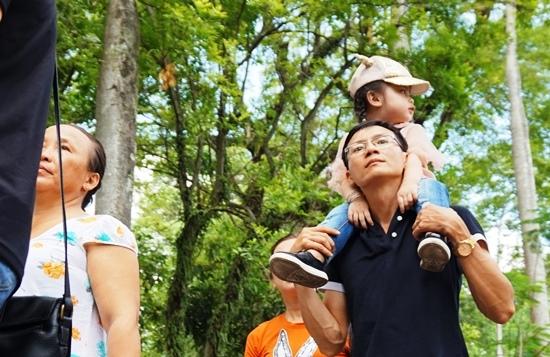 Nghỉ lễ 30/4: Hành xác ở công viên, phơi người giữa nắng nóng