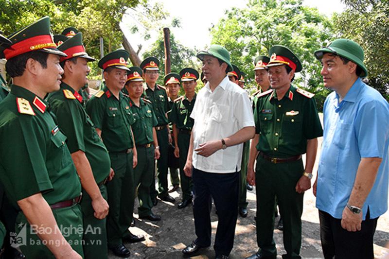 Chủ tịch nước thăm cán bộ, chiến sỹ Đảo Ngư