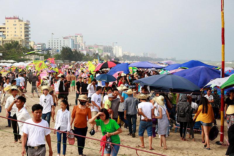 nghỉ lễ 30/4, tắm biển, Sầm Sơn