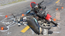 2 xe máy đối đầu, 4 người chết thảm