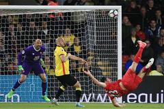 """Chiêm ngưỡng tuyệt tác """"ngả bàn đèn"""" của sao Liverpool"""