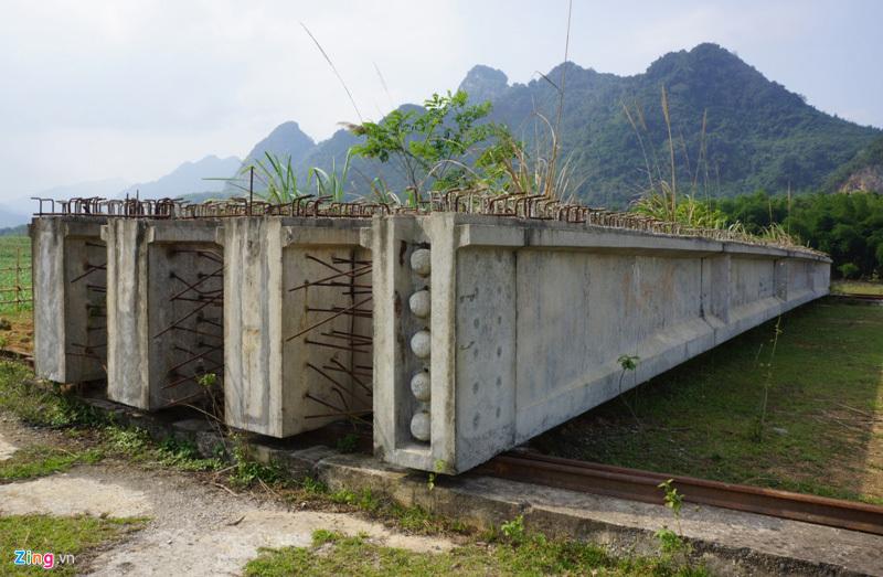 Cây cầu 75 tỷ dang dở, bỏ hoang sau 4 năm thi công