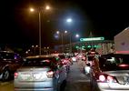 Chạy xe trong đêm thoát tắc đường sau nghỉ lễ
