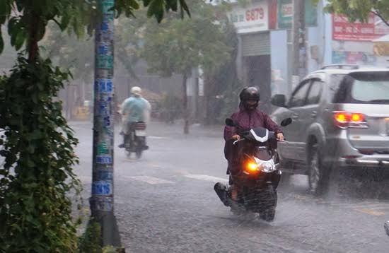 Ngày cuối nghỉ lễ, Sài Gòn bất ngờ đón cơn mưa 'giải nhiệt'
