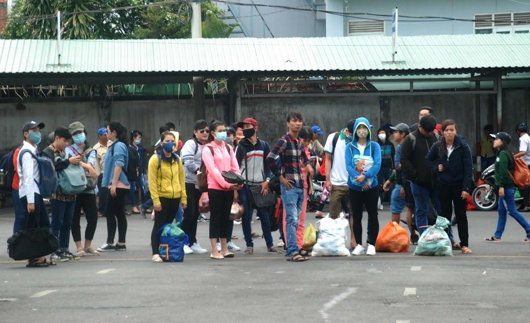 Lạ: Người dân đổ về Hà Nội, Sài Gòn, rất ít đường tắc
