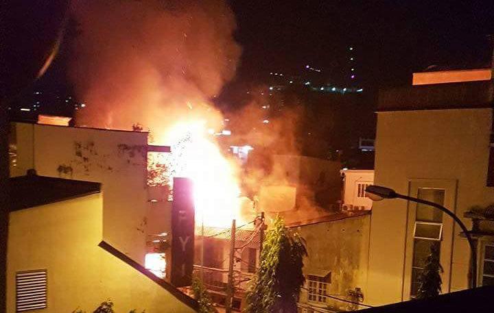 Cháy dữ dội ở trung tâm Sài Gòn sau tiếng nổ lớn